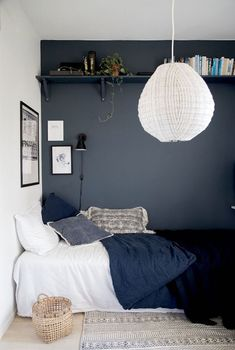 1001 ideas for deco small adult room 1001 id es pour la d co petite chambre adulte Deco small adult room narrow adult bedroom decor cozy gray wall bedroom decor and well-appointed bed Home Decor Bedroom, Modern Bedroom, Trendy Bedroom, Kids Bedroom, Scandi Bedroom, Boys Bedroom Ideas Teenagers Small Spaces, Small Kids Rooms, Small Teen Bedrooms, Master Bedroom