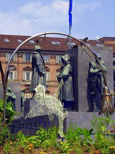 Scultura di Rodolfo un giardiniere della città di Torino,Fotografia di Luigi Bacco,Torino nella rete,cerca con Google