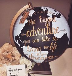 Beatriz Cardoso (Diy Geschenke Jahrestag) - New Deko Sites Diy Christmas Presents, Diy Presents, Diy Gifts, Christmas Diy, Anniversary Decorations, Anniversary Gifts, Painted Globe, Hand Painted, Diy Cadeau Noel