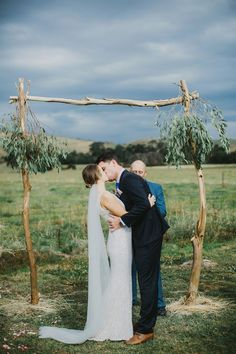 Jess & Adam's Rainy Farm Wedding – Wedding Ideas Wedding Tips, Wedding Events, Wedding Ceremony, Farm Wedding Photos, Yard Wedding, Rainy Wedding, April Wedding, Bridal Pictures, Casual Wedding