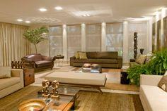 sofa marrom em sala contemporanea