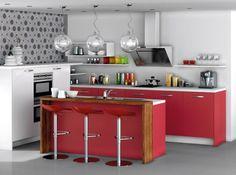 cuisine ouverte rouge avec bar