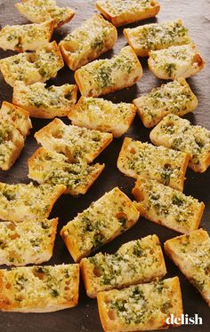 Home Made Doggy Foodstuff FAQ's And Ideas This Buttery Garlic Bread Will Disappear In Secondsdelish Monkey Bread, Garlic Bread Baguette, Garlic Bread Spread, Sin Gluten, Scones, Italian Side Dishes, Biscuits, Quinoa, Bread Recipes