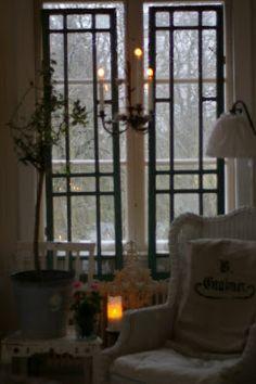 beautiful window & mini chandelier