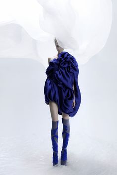 Ethereal Fashion - ghostly dress with fine texturing & beautiful flowing fabric; fashion details // Yiqing Yin