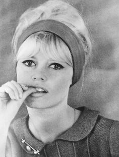 Miss Brigitte Bardot : Photos Bridget Bardot, Brigitte Bardot, Bardot Bangs, Bardot Hair, Hollywood Icons, Hollywood Stars, Bb Style, And God Created Woman, Classic Actresses