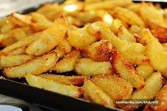 Chrumkavá príloha, alebo pochúťka k pivečku či dobrému filmu. Vyskúšajte tieto fantastické pečené zemiaky. Sú úžasné!
