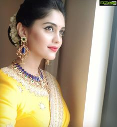 Surbhi Voter Actress yellow saree current Actress Surbhi 2019 New Pretty High Quality Images Stylish Girls Photos, Girl Photos, Bridal Hair Buns, Cute Little Girl Dresses, Daily Beauty Routine, Beautiful Girl Photo, Beautiful Moon, Indian Designer Outfits, Most Beautiful Indian Actress