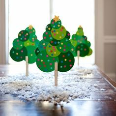 Keep the kids busy while the adults mingle with this super-fun Christmas tree craft. See the next slide for instructions.