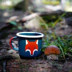 Designed in Österreich, handgefertigt in Polen Farbe Emaille Tasse: petrol mit weissem Rand und rotem Henkel Fuchsmotiv: rot & weiß 350ml / 12oz Electric Stove, Gas And Electric, White Rims, Mug Designs, Im Not Perfect, Red And White, Enamel, Camping, Coffee