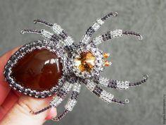 """Купить Брошь с симбирцитом """"Паучок Прошка"""" - комбинированный, паук, насекомые, камень натуральный"""