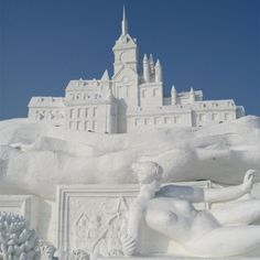 Every year, around January city of Harbin (in Heilongjiang Province, China) hosts artisans who make building-sized sculptures of snow and ice. Harbin, Snow Sculptures, Metal Sculptures, Bronze Sculpture, Wood Sculpture, Ice Art, I Love Snow, Snow Art, Festivals Around The World