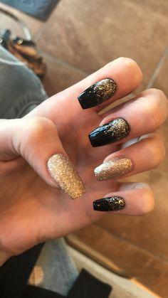 Nails swarovsky Black and gold acrylic coffin nails Black and gold acrylic coffin nails Black Nails With Glitter, Black Acrylic Nails, Coffin Nails Matte, Silver Nails, Graduation Nails, Homecoming Nails, Prom Nails, Wedding Nails, Formal Nails