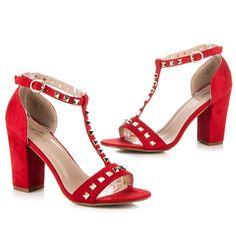 Perfektní červené semišové sandály se cvočky