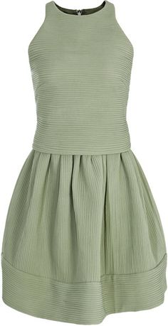 Inda in sage green is a round neck, sleeveless style. This ribbed quilted dress is double layered with the top floating over the skirt, which is pleated at the waist and puffs out to create a voluminous bubble effect. Country Bridesmaid Dresses, Green Bridesmaids, Sage Green Dress, Beautiful Dresses For Women, Gorgeous Dress, Kate Middleton Style, White Fashion, Green Fashion, Reiss