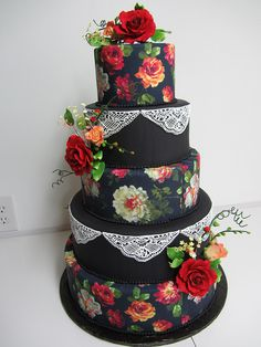 A black cake with sugar lace sugar roses and other flowers and beautiful hand-painted roses. A black cake with sugar lace sugar roses and other flowers and beautiful hand-painted roses. Gorgeous Cakes, Pretty Cakes, Cute Cakes, Amazing Cakes, Round Wedding Cakes, Black Wedding Cakes, Unique Cakes, Creative Cakes, Elegant Cakes