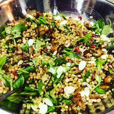Salade de blé mou Avec dattes,mâche et grenade