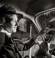Shorpy Historical Photo Archive :: Where To, Mister? (The lighting! And her beautiful hand.)