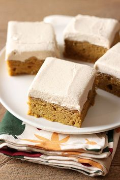 Pumpkin Bars with Brown Sugar Frosting is the perfect fall crowd pleasing treat! Spiced thick & soft pumpkin bars and a thick layer of brown sugar frosting. pie bars small batch Pumpkin Bars with Brown Sugar Frosting Köstliche Desserts, Healthy Dessert Recipes, Delicious Desserts, Vegetarian Recipes, Pumpkin Squares, Pumpkin Pie Bars, Pumpkin Deserts, Pumpkin Recipes, Fall Recipes
