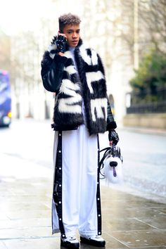 London – The Strand. #England, #Fashion, #Fashionable, #London, #Man, #Men, #Menswear, #Moda, #Mode, #Street, #StreetStyle, #Style, #UK Photo © Wayne Tippetts