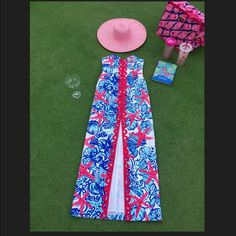 """""""Rare"""" She She Shells Lilly Pulitzer Maxi The Angela structured maxi dress is a stunning summer look. This sweetheart neckline maxi will """"wow"""" a crowd with the bold print and structured fit. Colored lace detail, and a center front slit at the hem. Lilly Pulitzer Dresses Maxi"""