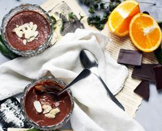 Vegan mousse au chocolat et orange http://fr.chatelaine.com/cuisine/mousse-au-chocolat-et-a-lorange-vegetalienne/