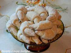 """Náš starý rodinný recept na krehké nekysnuté plnené rožteky. Chcela som ešte napísať aj """"lacné"""", ale to pri dnešných cenách masla už dávno... Snack Recipes, Cooking Recipes, Snacks, Biscuits, Cakes And More, Apple Pie, Cheesecake, Muffin, Chips"""