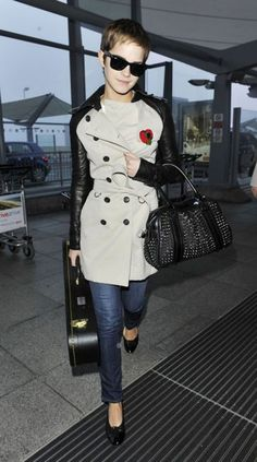 emma watson burberry trench and bag