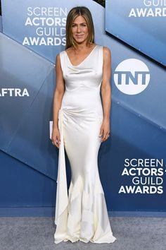 Jennifer Aniston drips glamour in slinky satin gown at the 2020 SAG Awards in LA Jennifer Aniston Style, Jennifer Lopez, Jennifer Garner, Jennifer Aniston Oscar, White Evening Gowns, White Gowns, White Dress, Zoe Kravitz, Charlize Theron