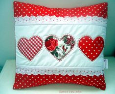 Samariquinha: Atualizando a pronta entrega - - Sewing Crafts, Sewing Projects, Cushion Embroidery, Diy Pillow Covers, Memory Pillows, Red Throw Pillows, Quilted Pillow, Decorative Cushions, Quilt Patterns Free
