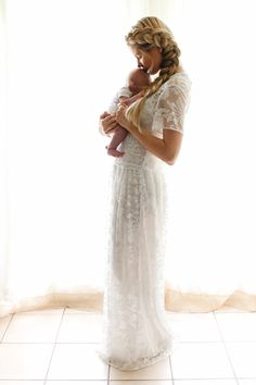 Beautiful newborn pic with mother in white lace | Barefoot Blonde