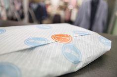 Gestaltung und Umsetzung Verpackungsdesign. Seidenpapier und Aufkleber