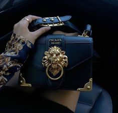 Find tips and tricks, amazing ideas for Prada handbags. Discover and try out new things about Prada handbags site Street Style Inspiration, Street Style Trends, Blog Inspiration, Fashion Inspiration, Luxury Bags, Luxury Handbags, Designer Handbags, Designer Bags, Luxury Designer