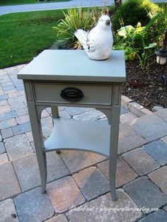Painted Country Chic Dining Table, Painted Table, Painted Furniture, Lamp Black Milk Paint, General Finishes, DIY, Inspriration, Ideas #painteddiningtable #paintedfurniture #paintedlampblack #generalfinishes # milkpaintdiningtable