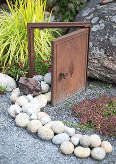 kuva Little Gardens, Back Gardens, Outdoor Gardens, Garden Crafts, Garden Art, Flower Bed Designs, Patio Pergola, Scandinavian Style Home, Landscape Design Plans