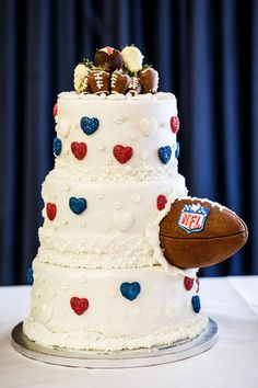 Wedding of the Week: Rachel Shaw and Cameron McKinnon | American football wedding cake | weddingsite.co.uk