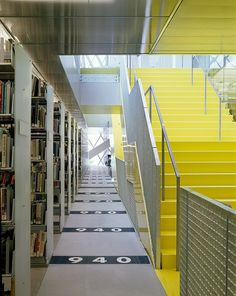 Seattle Central Library by OMA/ LMN, Seattle, WA 2004. Image © Lara Swimmer | Archinect