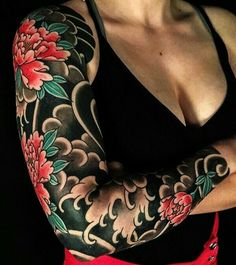 17 distinctive arm tattoo designs for ladies - Japanese Tattoo Women, Japanese Tattoo Designs, Japanese Sleeve Tattoos, Full Sleeve Tattoos, Sleeve Tattoos For Women, Tattoo Sleeves, Irezumi Tattoos, Tatuajes Irezumi, Bild Tattoos