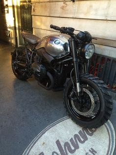 Johnnie Wash Nine T scrambler