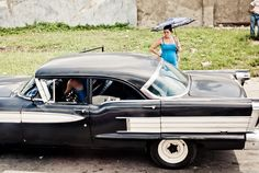 Cuban girls and American cars » Yanidel Street Photography