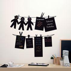 Black Notes Vinyluse Black Notes sono delle lavagnette con sagome divertenti sui cui e possibile scrivere note ed appunti dalle sembianza di messaggi appesi. Accessorio utile e allegro che si adatta ad ogni angolo della casa.