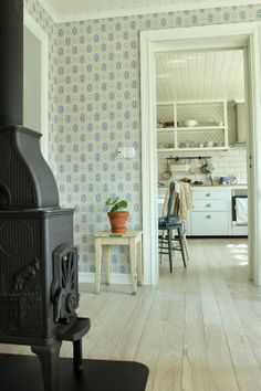 Scandinavian Cottage – Amazing Homes Scandinavian Cottage, Scandinavian Chairs, Scandinavian Wallpaper, Scandinavian Interior, Contemporary Interior, Shingle Colors, Vintage Interiors, Scandi Style, Black Decor