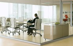 Expansive walls of glass without interruption. Modular Walls, Office Furniture, Dining Table, Architecture, Law, Corner, Home Decor, Education, Arquitetura