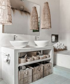 Shabby Chic Bathroom Design Ideas For A Romantic Person Like You 45 Bad Inspiration, Bathroom Inspiration, Home Decor Inspiration, Chic Bathrooms, Amazing Bathrooms, Bathroom Styling, Bathroom Interior Design, Spanish Style Bathrooms, Bad Styling