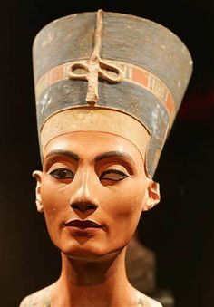 Bust of Nefertiti -- Amazing Egyptian Discoveries