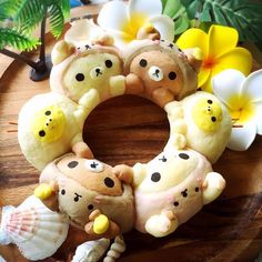 Rilakkumar, Korilakkumar & Kiiroitori pull apart bread by (@aru0819)