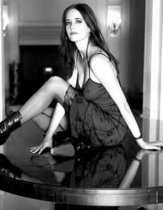 Eva Green near naked pics. Hottest Eva Green of all time. Beautiful Celebrities, Beautiful Actresses, Beautiful People, Beautiful Women, Actress Eva Green, Cool Winter, Green Magic, Green Pictures, Green Photo