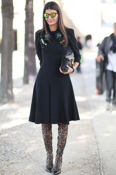 Giovanna Battaglia gave a fashion-forward finish to her ladylike dress with dramatic heels. Fashion Week Paris, New York Fashion Week Street Style, Spring Street Style, Fashion Weeks, London Fashion, Giovanna Battaglia, Street Style Trends, Fashion Editor, Fashion Trends