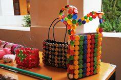 Artesanías en material reciclado