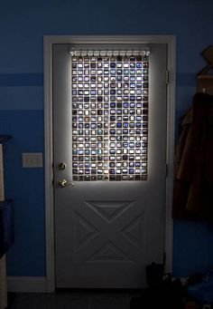 DIY Stained Glass curtain with old film slides - Adame - how many slides do you have? Or does Dad have them? It would be neat to have this in the bedroom instead of regular curtains. Curtain Tutorial, Glass Curtain, Curtain Call, Suncatcher, Repurposed Items, Diy Curtains, Panel Curtains, Window Drapes, Window Panels